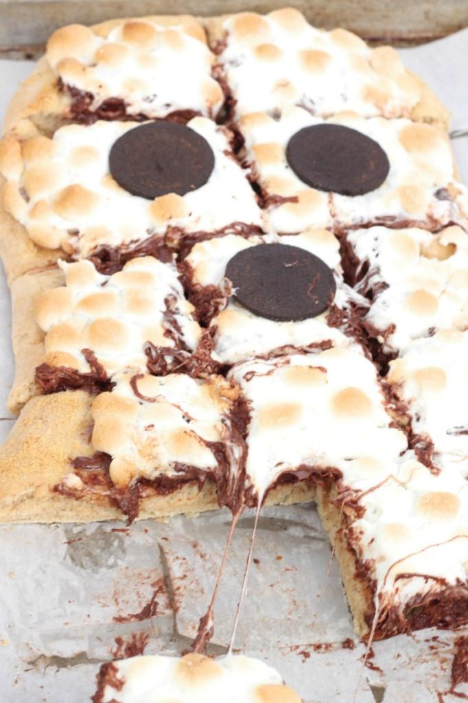 Spooky Smores Pizza