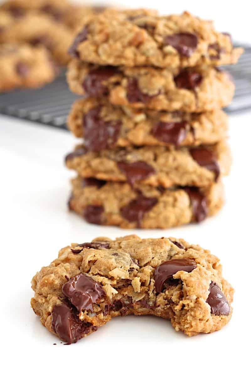 Flourless Oatmeal Chocolate Chip Cookies - you'd never believe these chewy oatmeal chocolate chip cookies are baked with no flour. Yummy yum!