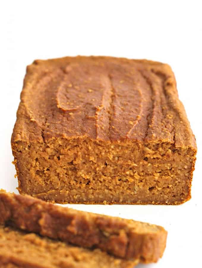 Healthy Flourless Pumpkin Bread {6 ingredients}