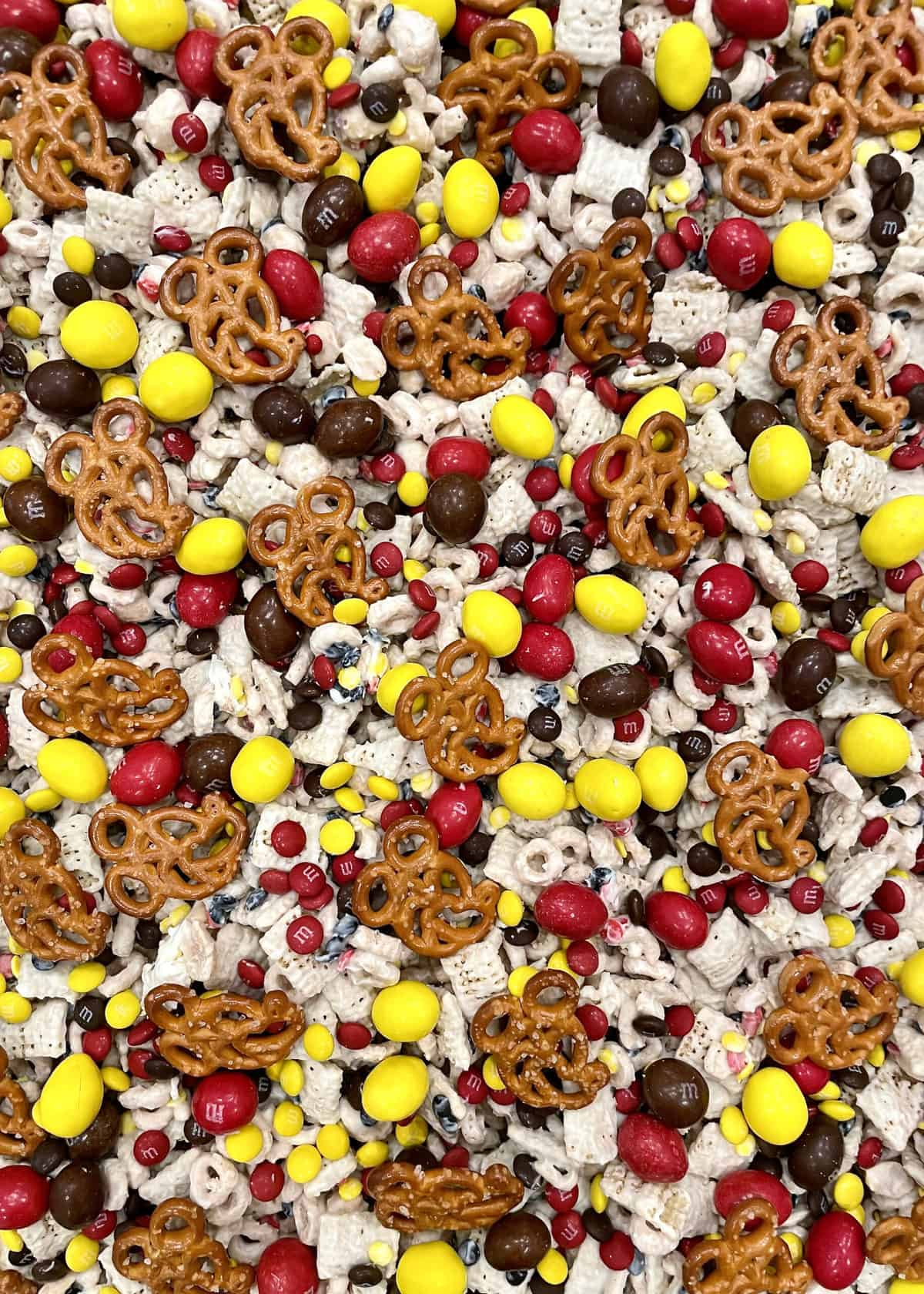 Pan of Mickey Mouse Lovers Snack Mix by The BakerMama